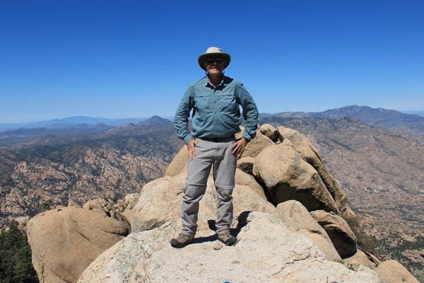 The narrow Pinnacle Ridge summit