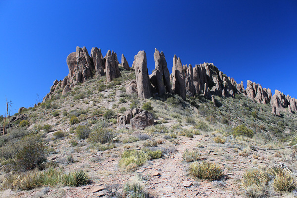 Summit hoodoos from the Superstition Ridgeline Trail