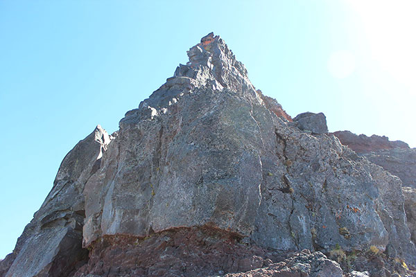 The basalt wall and summit pinnacle of Broken Top from the top of the Northwest Ridge